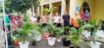 Kegiatan Berkebun Memperindah Lingkungan Kantor